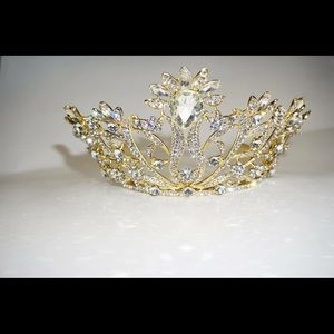 Accessories - Stunning Gold Tiara / Crown